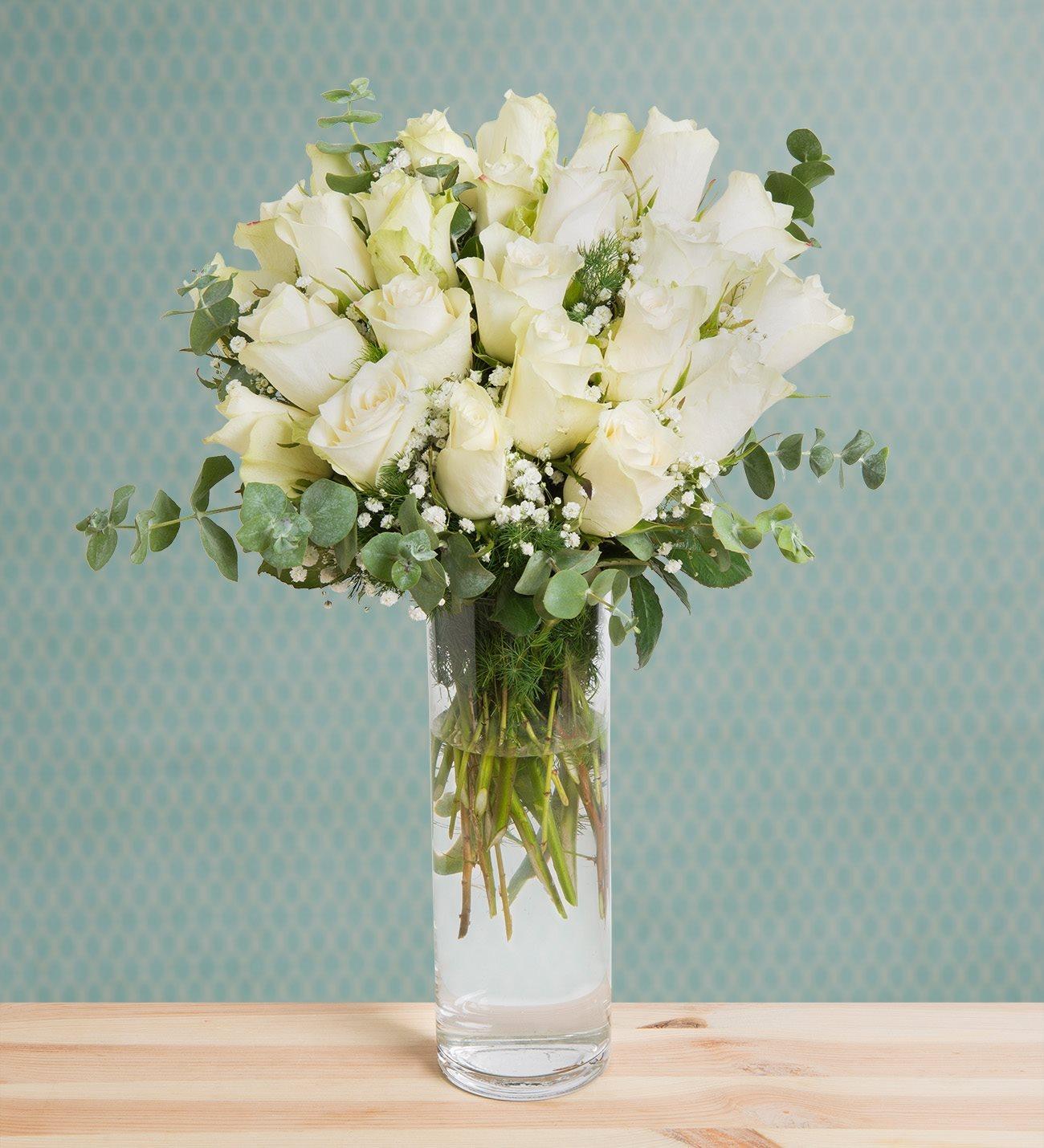 24 White Roses Snow White